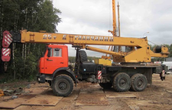 Автокран вездеход 25 тонн стрела 21 метр